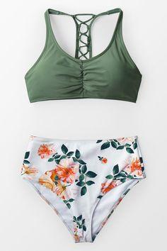 Celadon Green And Floral Bikini The green bikini top is equipped. The white-orange floral fitted high-waisted bikini bottom. Bikini Bandeau, Haut Bikini, Push Up Bikini, Monokini, Sexy Bikini, Bathing Suits For Teens, Summer Bathing Suits, Cute Bathing Suits, Bikini Swimsuit