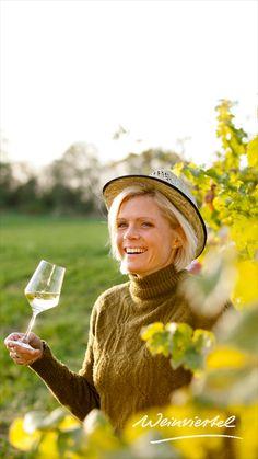 Du möchtest dort urlauben wo die Trauben wachsen und der Wein produziert wird? Dann solltest du dir unbedingt die Winzerhöfe im Weinviertel ansehen. Entspannen und den Alltagsstress vergessen gelingt dir während eines Urlaubes beim Winzer nämlich besonders gut. Neben köstlichen Weinen und kulinarischen Genüssen erwarten dich Kellerführungen, Weinverkostungen und vieles mehr. Buche gleich jetzt dein persönliches Urlaubshighlight im Weinviertel! © Weinviertel Tourismus / Astrid Bartl  Cowboy Hats, Crying, Left Out, Tourism