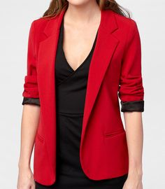 I love blazer with rolled up sleeves look!