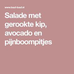 Salade met gerookte kip, avocado en pijnboompitjes