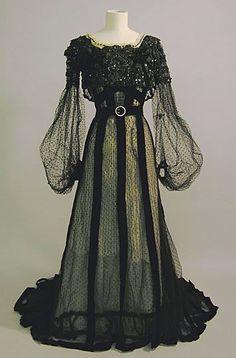 tawnyscostumesandcuriosities: Evening dress, circa 1900 from the Brighton & Hove Museums.