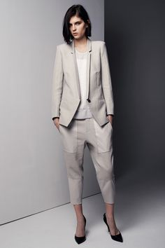 Helmut Lang Pre-Fall 2013 - and we just got a blazer like this in the store! Office Fashion Women, Womens Fashion For Work, Business Attire, Business Fashion, Business Style, Helmut Lang, Formal Dresses For Women, Work Attire, Work Outfits