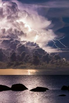 The clouds roll in – It starts to rain – Then lightning rips the sky Then once again I see her face out the corner of my eye Image Nature, All Nature, Amazing Nature, Science Nature, Beautiful Sky, Beautiful Landscapes, Landscape Photography, Nature Photography, Scenic Photography