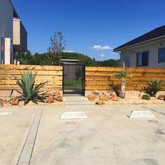 カリフォルニア ドライガーデン! | OCEANSIDE GARDEN INC. House Gate Design, Fence Design, Garden Design, Agaves, Backyard, Patio, Outdoor Living, Outdoor Decor, House Front