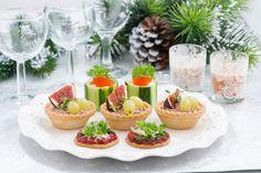 Amuses bouche, tartinades, crakers, apéritifs à croquer, etc... tout se grignote avec plaisir le soir de Noël en toute convivialité !