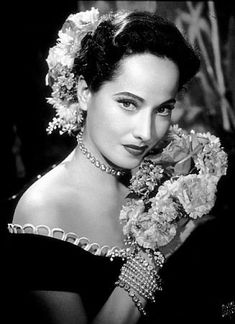 Actress Merle Oberon looking immensely beautiful, circa 1940.