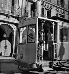 """Historias matritenses: Tipos, tipillos y tipejos de Madrid Tranviario Solían llevar la gorra muchos de ellos en la coronilla, de ahí que en la mili cuando un soldado no se la colocaba bien se le decía """"Te pareces a un tranviario"""". Los taxistas también llevaban gorras.  Read more: http://historias-matritenses.blogspot.com/2012/12/tipos-tipillos-y-tipejos-de-madrid.html#ixzz4LHshysLY"""