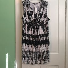 ✨ Brand New size 2X NY Collection dress Brand new with tags size 2X NY Collection dress. It is a black and white print dress with a metal embellishment between waist and bust. Also has pockets!!!  NY Collection Dresses