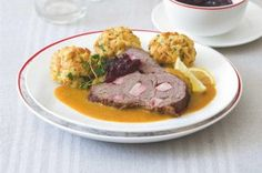 Chlupaté knedlíky | Apetitonline.cz Menu, Chicken, Food, Menu Board Design, Essen, Meals, Yemek, Eten, Cubs
