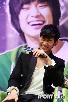 "Kim Soo Hyun at ""Secretly Greatly"" Press Conference Korean Star, Korean Men, Korean Wave, Asian Actors, Korean Actors, Korean Dramas, F4 Boys Over Flowers, My Love From Another Star, Hyun Kim"