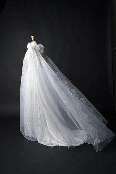 Robe de mariée cape ceremonie organza