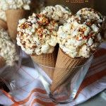 Fake out Ice Cream Cones made with marshmallow popcorn balls!Fake out Ice Cream Cones made with marshmallow popcorn balls! Popcorn Snacks, Popcorn Balls, Snacks Für Party, Popcorn Cones, Köstliche Desserts, Delicious Desserts, Dessert Recipes, Yummy Food, Marshmallow Popcorn