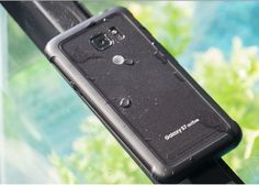 El nuevo Samsung Galaxy S8 Active con pantalla plana posa para la cámara   Samsung vuelve al ruedo y es que últimamente muchas noticias son acerca de la gigante coreana. Desde el lanzamiento de los nuevos Galaxy S8 y S8 la compañía ha acaparado todas las miradas convirtiéndose en uno de los terminales más importantes de este año. Seguir Leyendo https://andro4all.com/2017/05/samsung-galaxy-s8-imagenes Noticias pelfectos