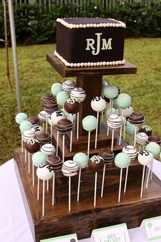Do small cake with their name and year and cake pops for all the kids. Not sure re the cake pops Wedding Cake Pops, Wedding Cakes, Beautiful Cakes, Amazing Cakes, Cupcakes Decorados, Cake Tower, Cake Pop Stands, Wedding Cake Alternatives, I Am Baker