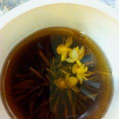 Jasmine flower tea :) Homemade Christmas Presents, Jasmine Tea, Flower Tea, Delish, Dishes, Happy Hour, Ethnic Recipes, Food, Homemade Xmas Gifts