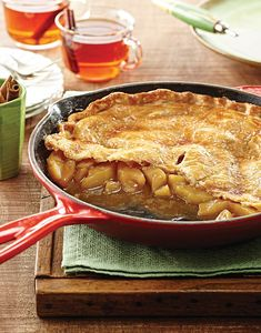 Satisfy your apple pie cravings with this quick and easy Skillet Apple Pie. Using your favorite purchased pie dough and a quick sauté of apples, this pie will be on your table and done in under an hour. Cherry Desserts, Apple Desserts, Delicious Desserts, Dessert Recipes, Mini Desserts, Cornbread Cake, Apple Custard, Iron Skillet Recipes, Skillet Meals