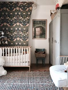 Papier peint Strawberry Thief bleu indigo et saumon-The Craftsman Wallpapers-Morris and Co - Eclectic Decor Baby Bedroom, Nursery Room, Kids Bedroom, Nursery Decor, Nursery Ideas, Bedroom Ideas, Design Bedroom, Room Decor, Parisian Apartment