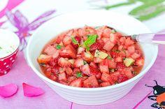 Raikas marja-hedelmäjälkiruoka juhannuspöytään Salsa, Mexican, Ethnic Recipes, Food, Salsa Music, Restaurant Salsa, Meals, Mexicans