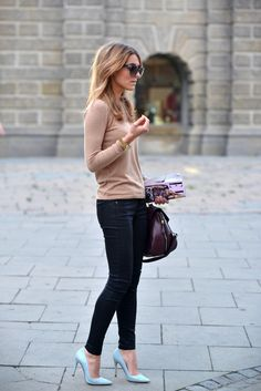 Tan sweater and dark colour skinny jeans with dainty light blue heels