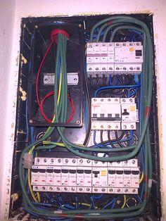 Cuadro de mando y protección trifásico, con linea de 1kv libre de halógenos y cable de tarificación horaria.