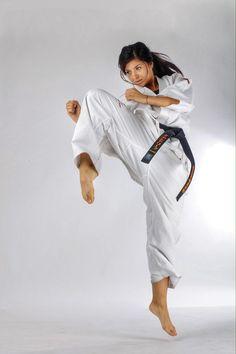 Stanislava Boycheva - World Kyokushin Karate Champion Master Self-Defense to Protect Yourself Kyokushin Karate, Karate Shotokan, Taekwondo, Female Martial Artists, Martial Arts Women, Judo, Foto Sport, Fighting Poses, Karate Girl