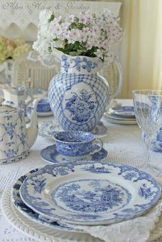 Blue & White Transferware Tablescape   Pretty china and sweet Tea