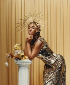See Your Halo! Beyonce is wearing a Valentino dress and Philip Treacy London hat. Photographed by Tyler Mitchell, Vogue, September 2018 Beyonce 2013, Rihanna, Beyonce Knowles Carter, Halo Beyonce, Vogue Covers, Runway Models, Madonna, Jennifer Lopez, Magazine Vogue