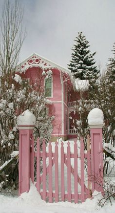 For more Pins and Ideas for Christmas in Pink, Pink Vintage or Shabby Chic… Pretty In Pink, Pink Love, I Believe In Pink, Pink Houses, Everything Pink, Perfect World, Cozy Cottage, Pink Christmas, Vintage Christmas