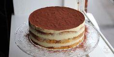 Wow, sikke en fantastisk lagkage! Med den lækreste mascarponecreme, luftige bunde og et strejf af kaffe. Sweet Recipes, Cake Recipes, Dessert Recipes, Cake Cookies, Cupcake Cakes, Danish Food, Kaffe, Piece Of Cakes, Party Cakes