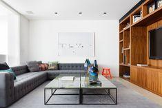 Um apartamento sem limites. Veja: https://casadevalentina.com.br/projetos/detalhes/espaco-sem-limites-535 #decor #decoracao #interior #design #casa #home #house #idea #ideia #detalhes #details #style #estilo #casadevalentina #livingroom #saladeestar