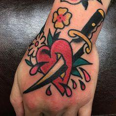 Heart & Dagger | OLD TOWN TATTOOS | Palma de Mallorca, Spain, Tattoo Mallorca, Tatuajes Palma de Mallorca, Tättowierungen Mallorca