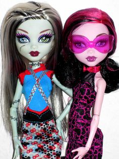 Monster High ♥ DRACULAURA Roadster Exclusive & FRANKIE STEIN Fashion Pack 2012 Dolls | Flickr - Photo Sharing!