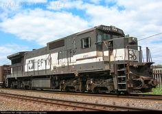 Foto RailPictures.Net: EFVM 1002 EFVM - Estrada de Ferro Vitória a Minas BB40-8M GE em Governador Valadares (MG), Brasil por Nicolas Fagundes