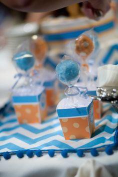 cake pops + mini boxes = hot air balloons  :)