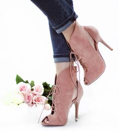 Get Footwear-inspired with Rose Quartz Shoes Rose Quartz is a fantastic hue that makes up half of Pantone's colors of the year...