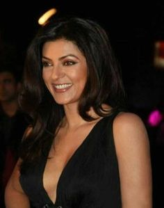 Stunning Bollywood beauty Sushmita Sen was recently in Santorini for vacations but she faced a tragedy there. As the actress was returning to Mumbai, she was robbed at the Athens Airport at 13:05 hrs Greek time.