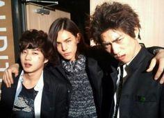 Lee Hyun Jae shares selcas with Eye Candy bandmates