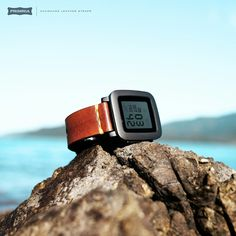 Making a difference / PRIMRIA leather strap with pebble time G Watch, Watch Bands, Wearable Device, Vegetable Tanned Leather, Tech, Watches, Fashion, Moda, La Mode