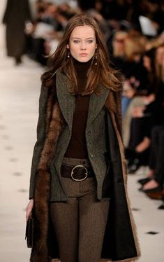ralph lauren gets autumn/winter fashion so right! Style Work, Style Me, Classic Style, Look Fashion, Womens Fashion, Fashion Design, Fashion Trends, Fall Fashion, Winter Wear