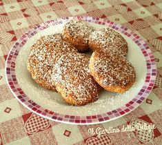 I biscotti di mais e noci,arricchiti da cioccolato fondente e farina di cocco, sono friabilissimi, io li ho lasciati brunire leggermente, deliziosi