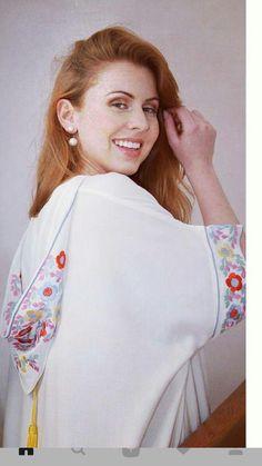 Jellaba Morrocan Kaftan, Moroccan Dress, Modern Hijab Fashion, Abaya Fashion, Chic Outfits, Fashion Outfits, Girl Fashion, Caftan Gallery, Mode Abaya
