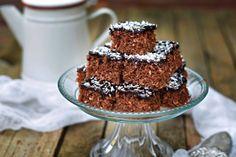 Mennyei kavart kókuszos süti, kakaómázzal – Rupáner-konyha Party Snacks, Coco, Paleo, Food And Drink, Cupcakes, Desserts, Dios, Cake, Tailgate Desserts