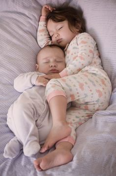 Looks adorable but is actually quite dangerous for the baby. Clearly the bed is too soft and the big sisters leg is heavy enough to cause suffocation for baby. Put baby in his own safe crib. So Cute Baby, Baby Kind, Cute Babies, Beautiful Children, Beautiful Babies, Foto Baby, Little People, Baby Fever, Future Baby