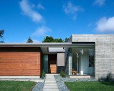 As cores chamaram a atenção - madeira,  concreto e o verde. Seriam os melhores materiais para obter este efeito?