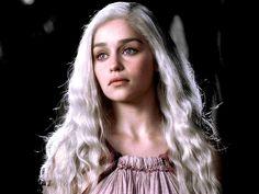 the night was moonless — yennefervengerbergs: Daenerys Targaryen & her. A Dance With Dragons, Mother Of Dragons, Emilia Clarke, Daenarys Targaryen, Game Of Thrones Art, Danielle Campbell, Badass Women, Celebrity Hairstyles, Pretty People