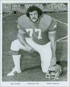 Lyle Alzado, first Bronco to make sure all kiddos got an Autograph.  God Bless You Lyle Alzado!