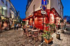 Révons un peu... d'une terrasse à #Montmartre. A la Crêperie Le Tire-Bouchon, au coin de la rue Norvins et de la rue Poulbot, par exemple..