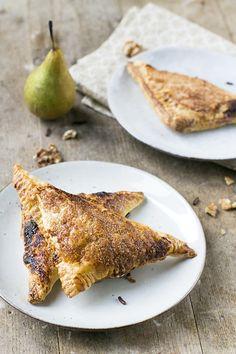 Perenflappen met walnoten en chocolade | Appelflappen met een twist | Kookvideo | via brendakookt.nl