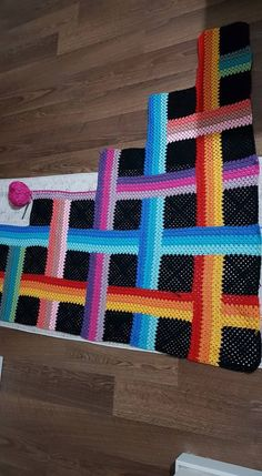 Idea for a bag chart - Salvabrani - SalvabraniPlacement Diagram for Warp and Weft Blanket {Free Crochet Pattern} by Susan Carlson of Felted Button Afghan Crochet Patterns, Crochet Squares, Crochet Granny, Crochet Baby, Knitting Patterns, Knit Crochet, Photo Pattern, Crochet Amigurumi, Manta Crochet