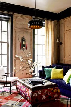 The White family drove their neighbours (including Vanity Fair editor Graydon Carter and his wife) mad during the three-year renovation of their townhouse on one of the most desirable streets in Manhattan's West Village. Living Room Designs, Living Spaces, Living Rooms, Rideaux Design, Townhouse Designs, Vogue Living, Greenwich Village, Curtain Designs, Curtain Ideas